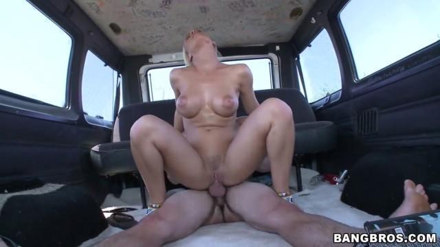 Giden Arabanın İçinde Mobil Porno