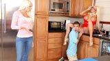 Kız Arkadaşının Annesini Sikerken Yakalanıyor