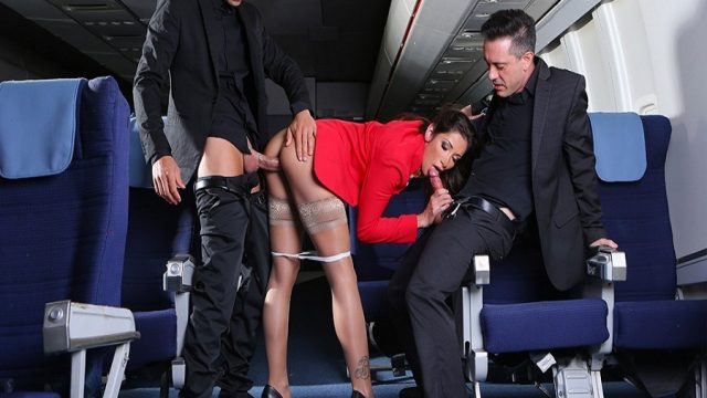 Uçakta Seksi Hostesi Siken Karizmatik Pilotlar