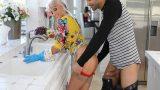 Yaşlı Kaynanasını Mutfakta Zorla Siken Sapık Güvey