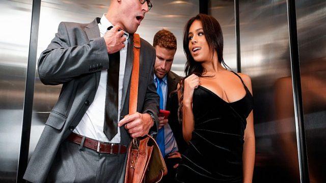 Asansörde Mahsur Kalınca Sıkıntıdan Seks Yaptılar