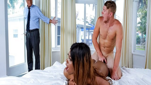 Esmer Manitasını Sikerken Babası Odaya Daldı
