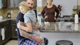 Sapık Üvey Babasına Sarılınca Yarağa Dolandı
