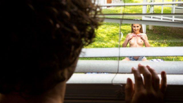 Kız Kardeşinin Misafirliğe Gelen Arkadaşını Dikizlerken Sikti