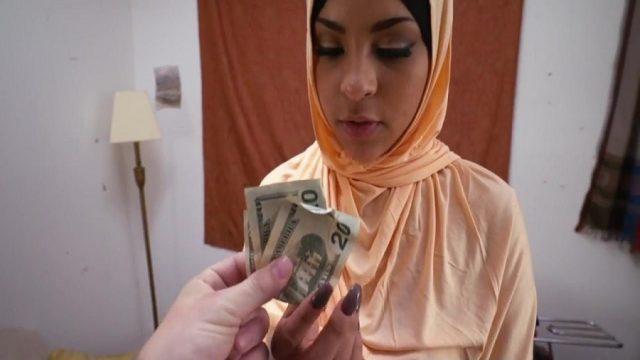 Suriyeli Türbanlıyı Parayla Sikmek İçin İkna Etti