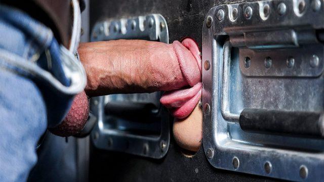 Kapının Ardından Taşak Yalayan Temizlikçi Kız