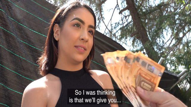 Paraya Kanan Üniversiteli Kız Çalılıkların Arasında Sikişti