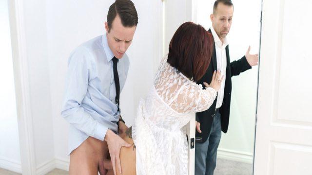 Kocasının Şirketinde Çalışan Genç Yöneticiyle Sikişen Milf