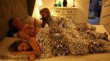 Kaşar Kız Annesinin Sevgilileriyle Yaşına Bakmaksızın Sikişti
