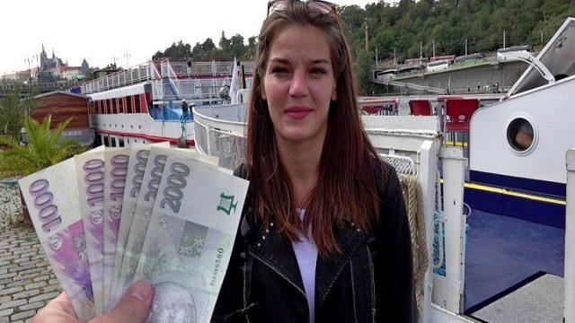 Salgında İşinden Olan Kıza Sokakta Sikişten Para Kazandırdı