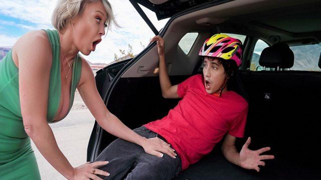 Arabasına Çarpan Genci Eve Götürüp Tedavi Eden Mature
