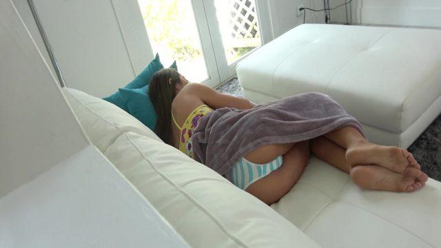 Uyurken Frikik Veren Kuzenine İç Geçirirken Sik Geçirdi