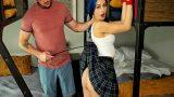 Terbiyesiz Mavi Saçlı Üvey Kız Kardeşini Bağlayarak Kırbaçladı