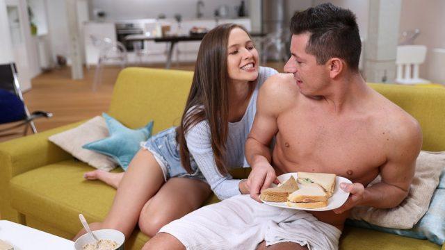 Tost Yiyen Üvey Abisinin Ekmeğine Kaşar Oldu