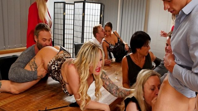 Dans Partisi Düzenleyen Yaşlı Eltiler Seks Balesi Öğrendi