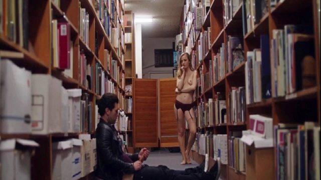 Kütüphanedeki Yakışıklıya Roman Gibi Amcığını Okutturan Görevli