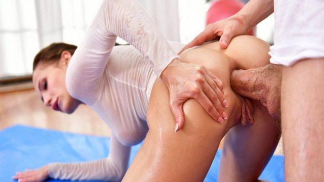 Yoga Hocasından Yardımı Anal Alan Sarkık Amcıklı