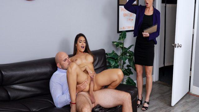 Kocasıyla Sekreterinin Sikişmesini Kahve Yudumlayıp Alkışlayarak İzledi