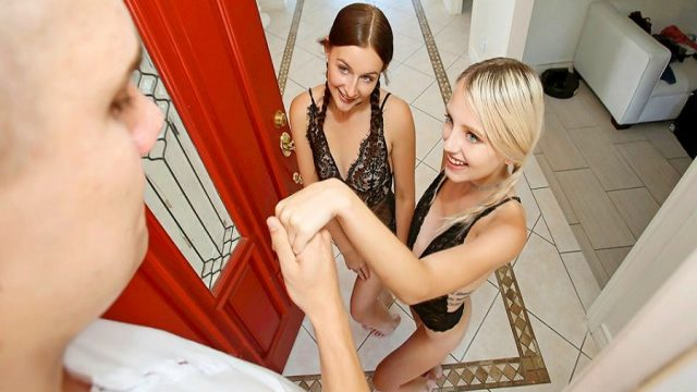 Cezbedici Bikinili Kızları Eve Atarak Eğlenen Playboy