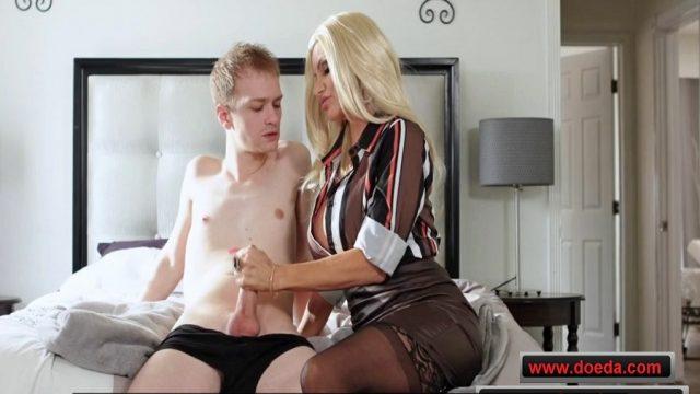Derslerini Porno İçin Boşlayan Üvey Oğlunu Amıyla Odakladı