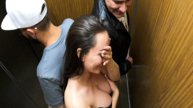 Asansörde Sex Yapan Çiftin Fantezisi Kabine İnsan Girince Bozuldu