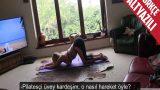 Seksi Pozisyonlarla Pilates Yapan Üvey Kız Kardeşine Boşaldı