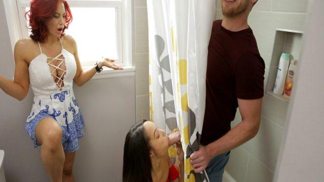 Duş Perdesindeki Delikten Önce Kuzenine Sonra Cici Teyzesine Yalattı