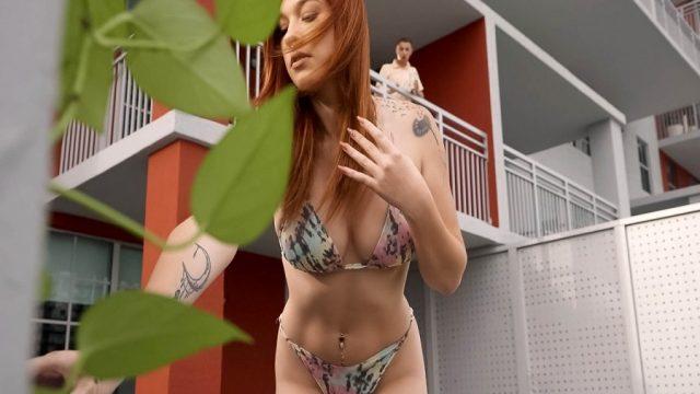 Yoga Yapan Kuzenini Röntgenlerken Gözükünce Bikinisini Yedi