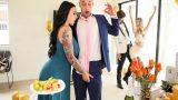 Doğum Günü Partisinde Abisinin Sevgilisini Sikine Üfledi